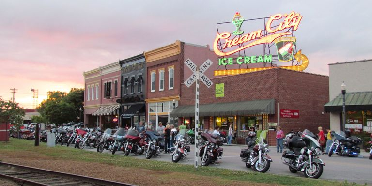 15 Best Small Towns in Tennessee - Nice Small Towns to Visit or Live