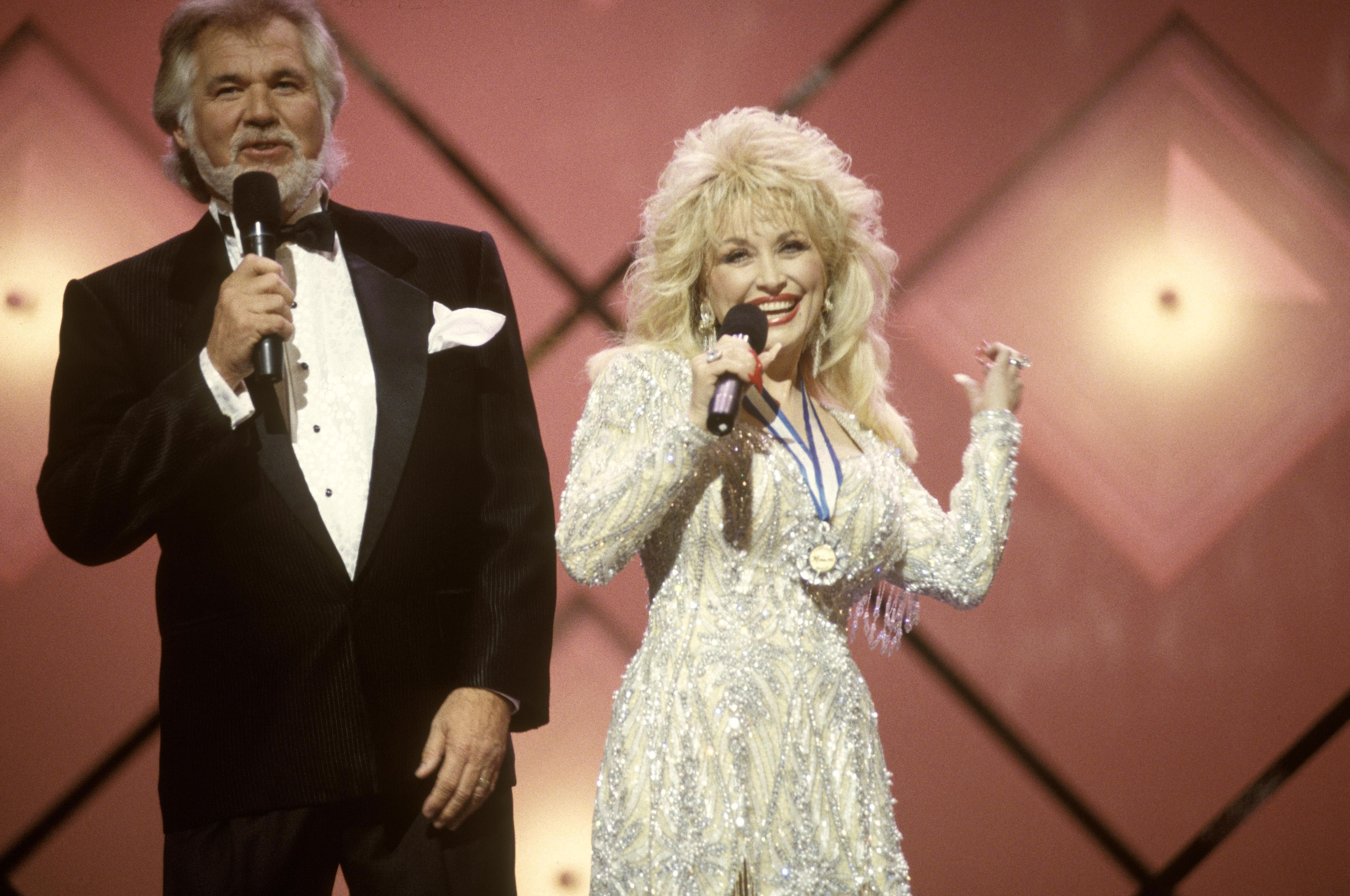 Dolly Parton and Kenny Rogers Perform \