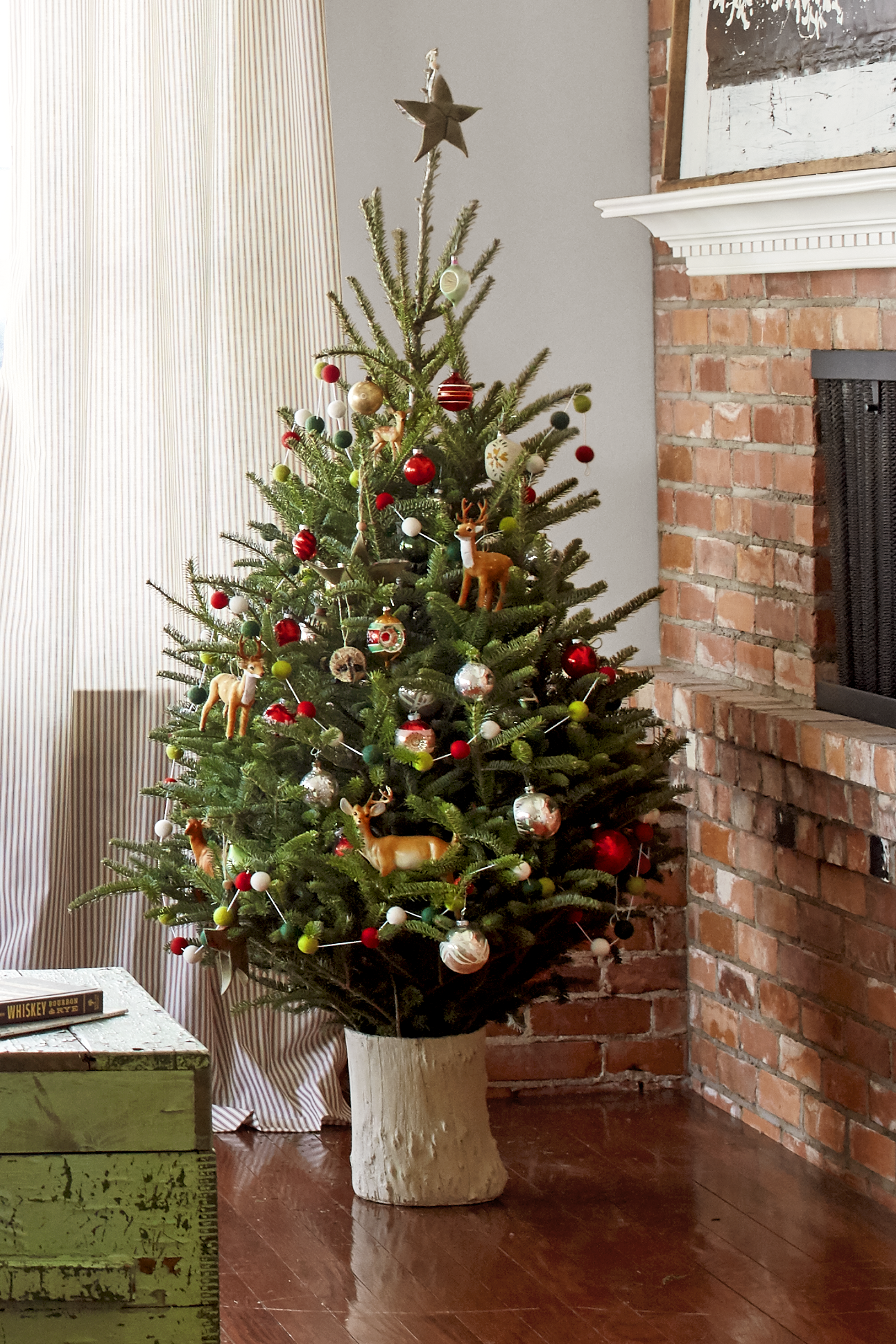 30+ Best Small Christmas Trees - Ideas for Decorating Mini Christmas ...