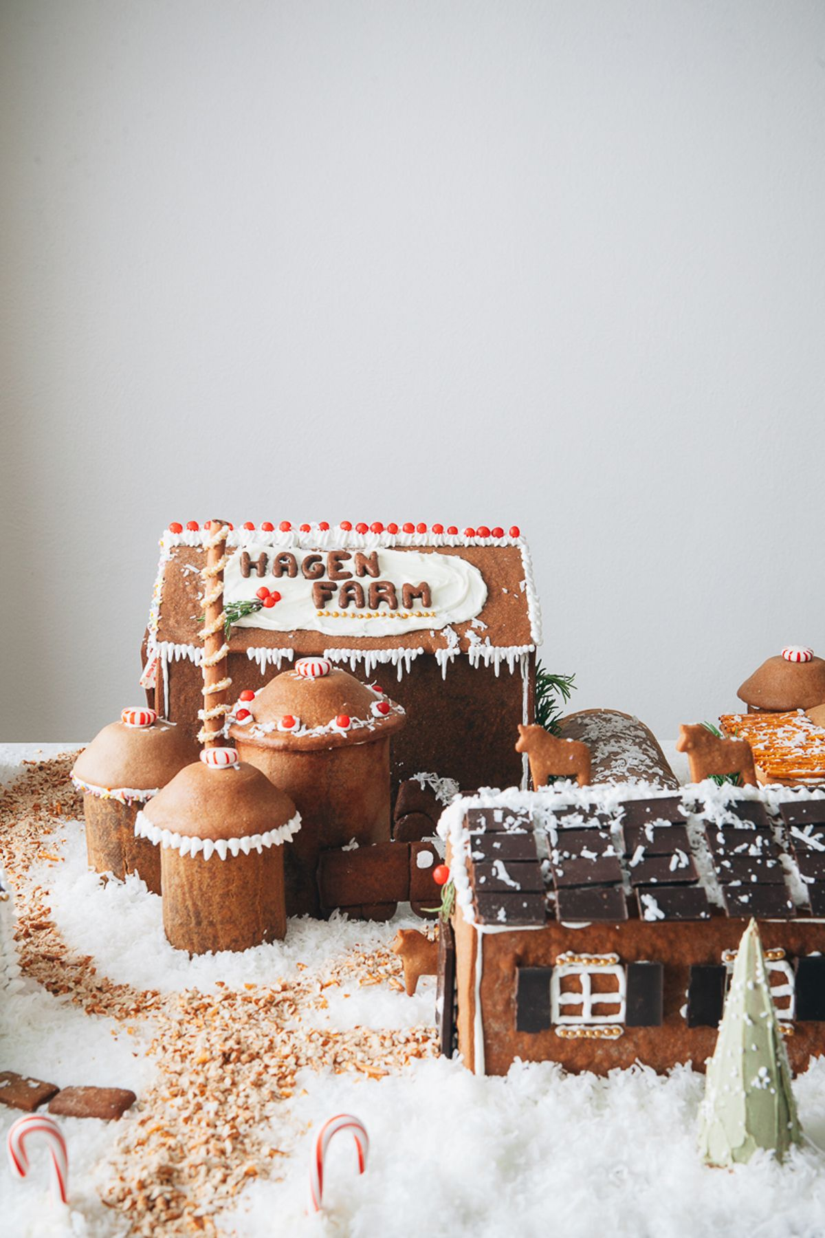 32 Cute Gingerbread House Ideas & How to Make a