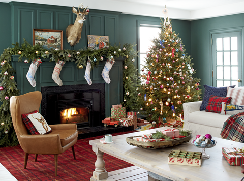 farmhouse family room christmas decorations - Christmas Fireplace Decorating Ideas