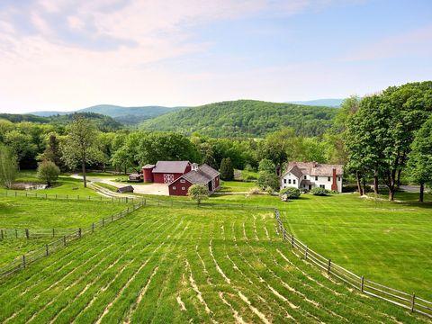 Green, Grass, Natural landscape, Grassland, Highland, Rural area, Field, Farm, Tree, Land lot,