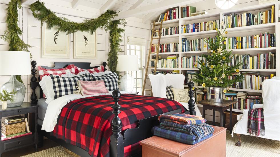christmas bedroom decorating ideas farmhouse christmas decorations rh countryliving com  how to decorate a christmas bedroom