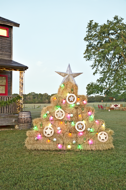buff strickland outdoor hay bale christmas tree - Where To Find Outdoor Christmas Decorations