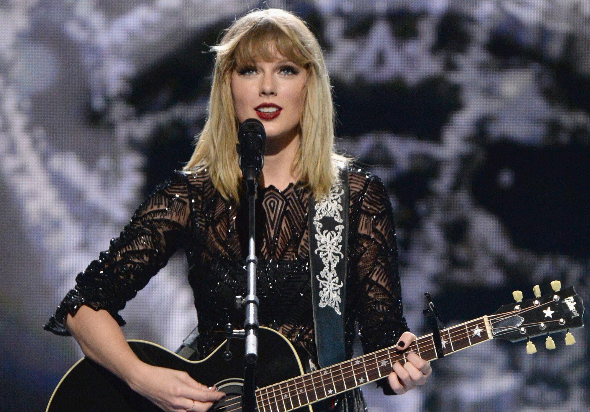 Why Taylor Swift Wasn T At The Cmas Last Night Taylor Swift Wins Song Of The Year At 2017 Cma Awards