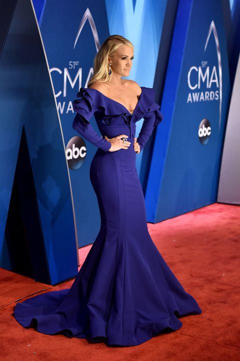 carrie underwood 2017 cma awards red carpet