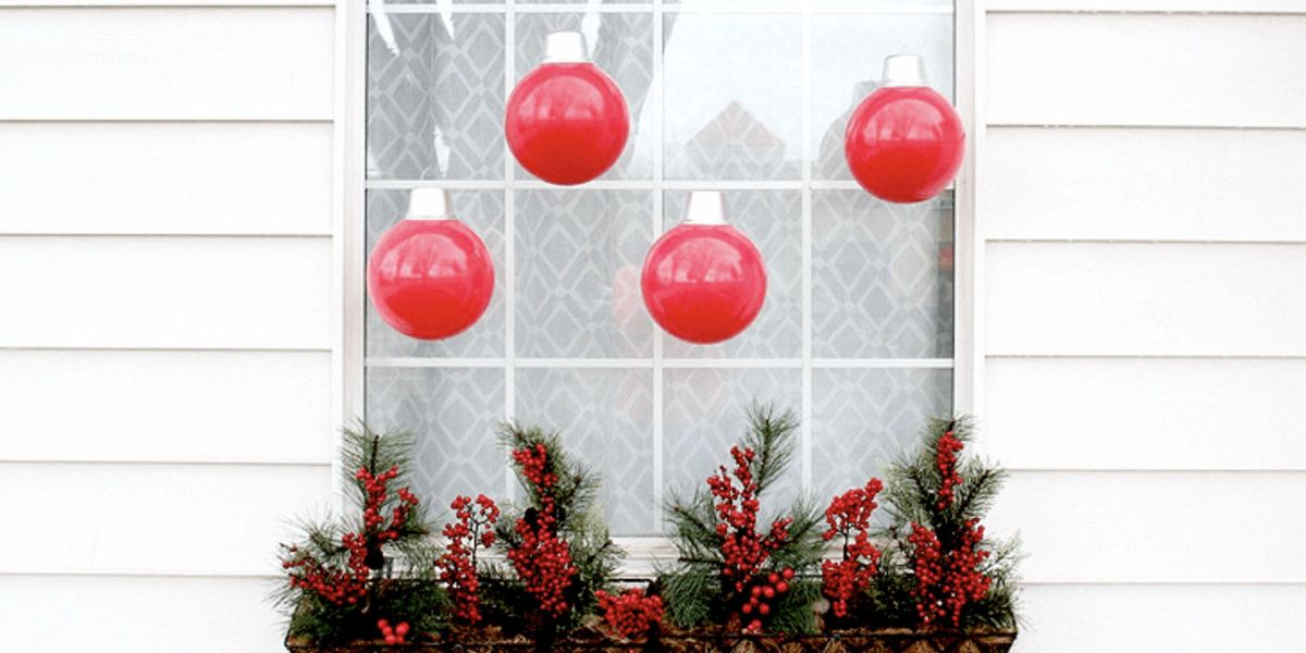 These Fun Christmas Window Decorations Won T Be A Pane To Hang
