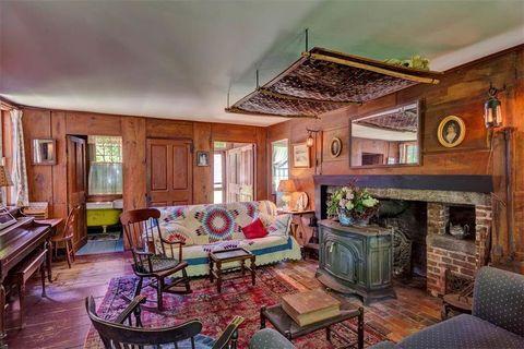 Room, Living room, Property, Interior design, Building, Furniture, House, Home, Real estate, Ceiling,