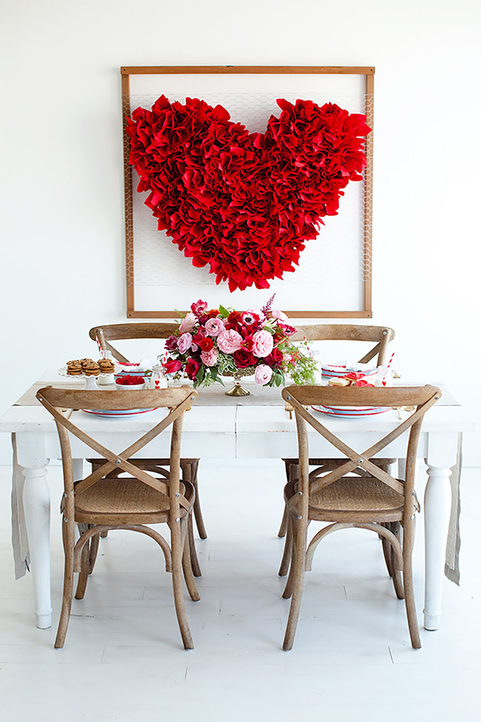 18 Sweet And Simple Diy Valentine S Day Decorations Valentine Decor