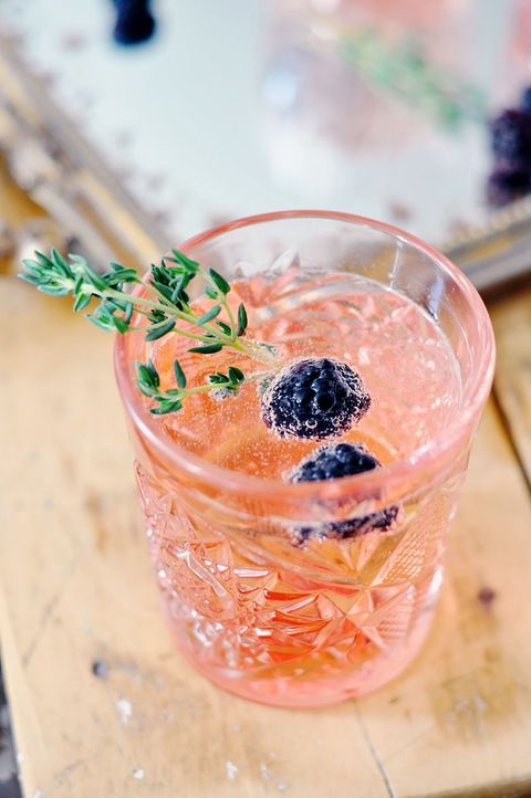 blackberry thyme champagne cocktail recipe