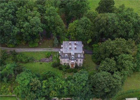 Vegetation, Aerial photography, Estate, Bird's-eye view, House, Mansion, Land lot, Landscape, Photography, Tree,