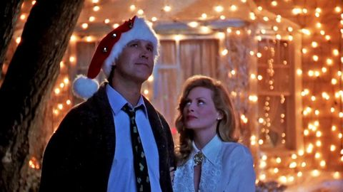 Why Does Clark Griswold Wait So Long to Put Up Christmas Lights In ...