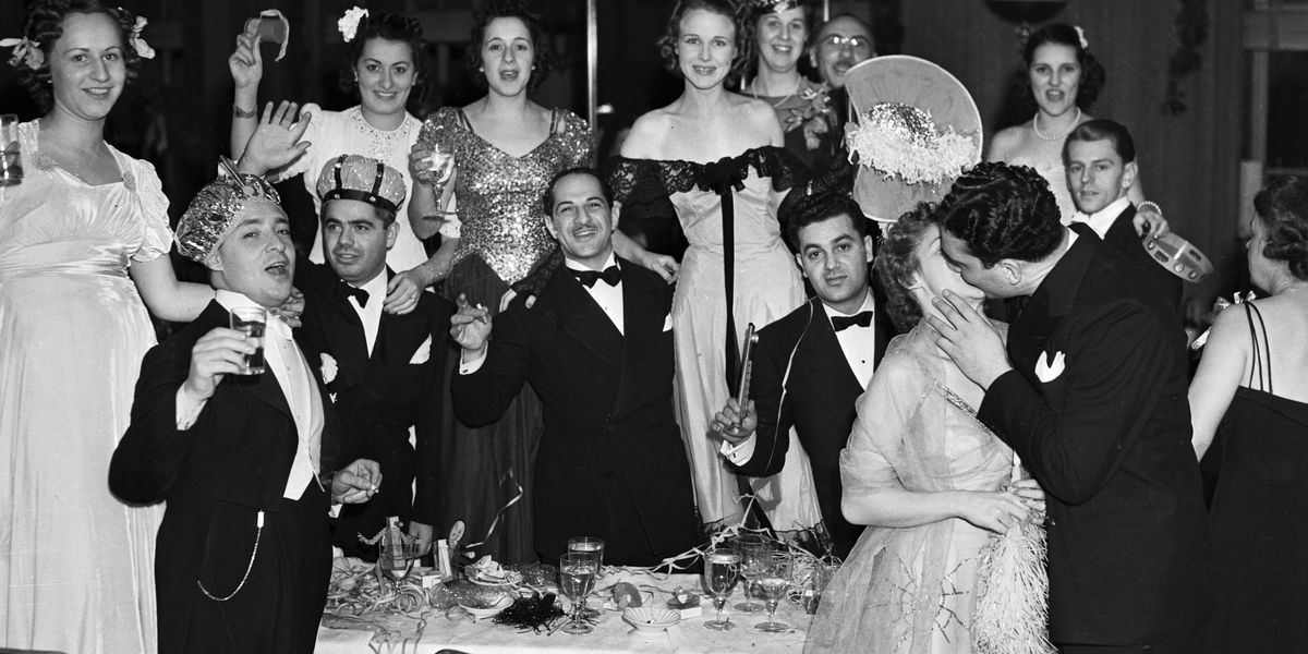 12 Classic New Year's Eve Traditions - Best Traditional ...