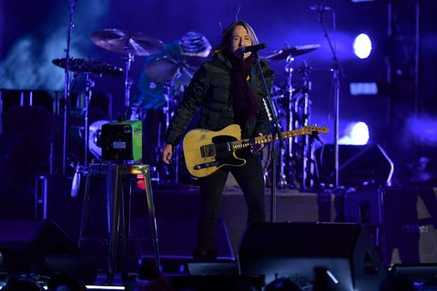 keith urban, new year's eve, tribute, medley