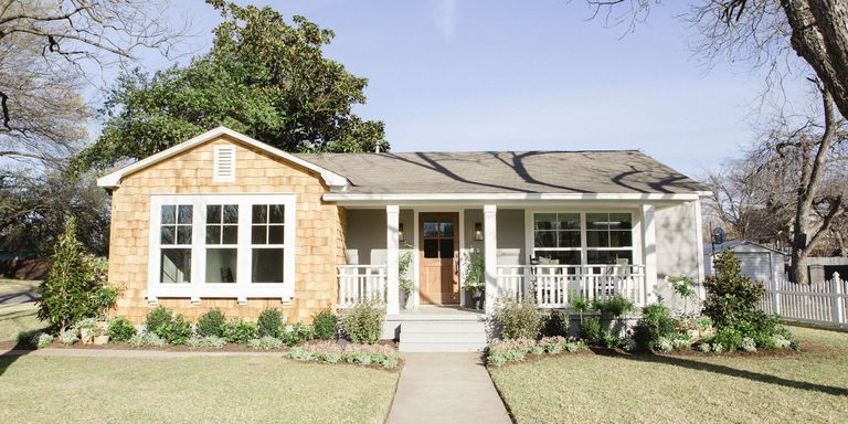 fixer upper widow home for sale patti baker lists house following chip and joanna gaines. Black Bedroom Furniture Sets. Home Design Ideas