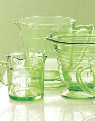 green-measuring-pitchers-gtl0406