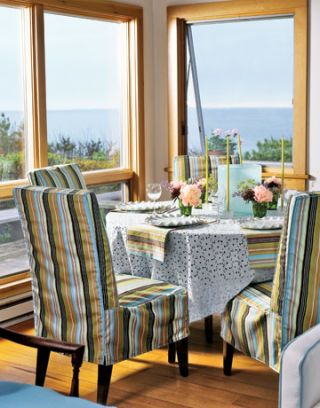 Beachy Color Scheme Adorns Table and Chairs