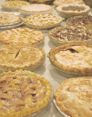 several types of apple pie