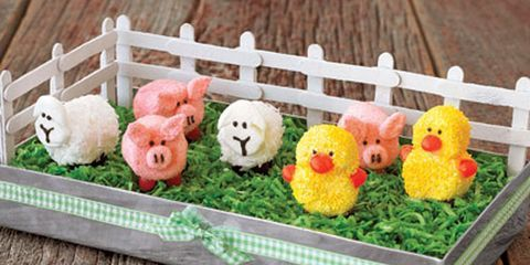 marshmallow ducks and sheep and pigs in a barnyard centerpiece