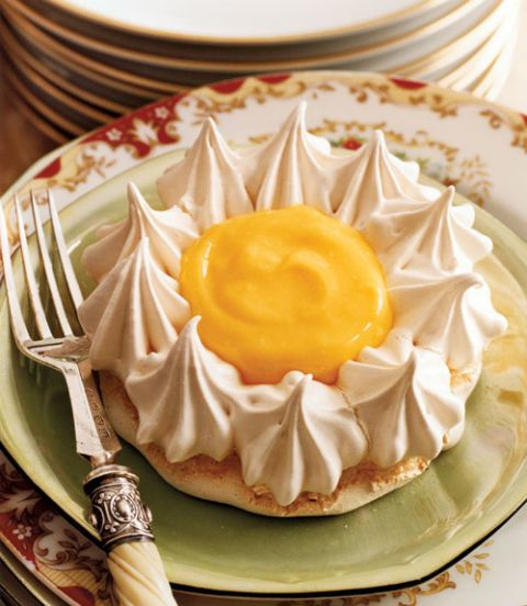 meringue flowers with lemon curd