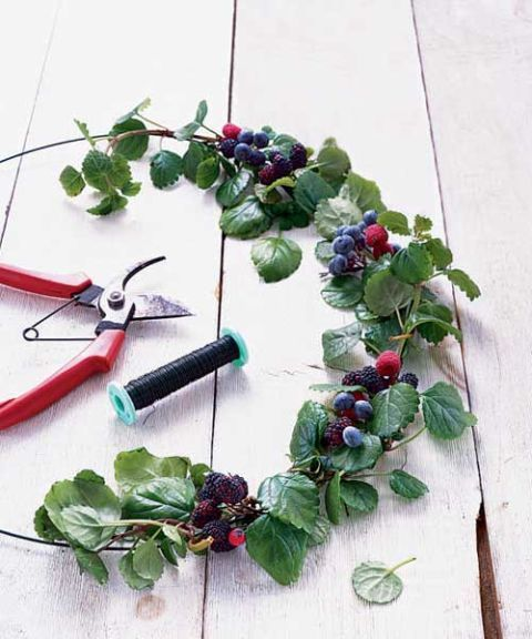 materials to make a fresh berry wreath like wire wire cutters and ring