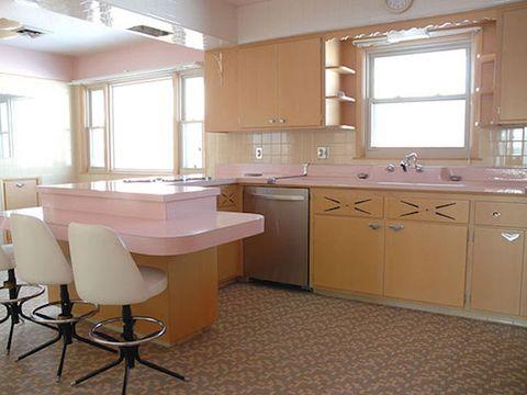 Untouched Retro Kitchen - Unique Real Estate Finds