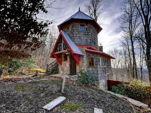 HomeAway Tiny Castle - Tiny Houses