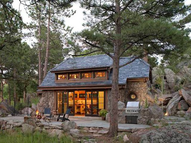 look inside this tiny mountain home small cottages rh countryliving com cottages in colorado for rent cottages in colorado mountains