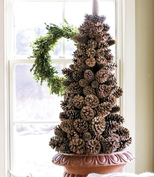 21 holiday pine cone crafts ideas for pinecone christmas decorations - Pine Cone Christmas Tree Decorations