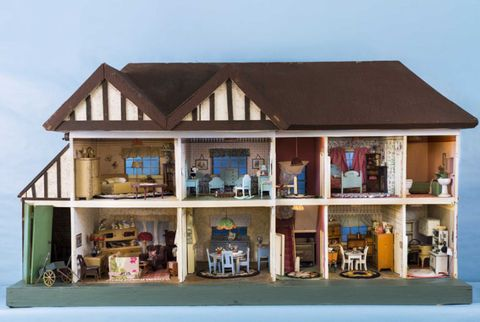 Antique Dollhouses - Dollhouse Furniture