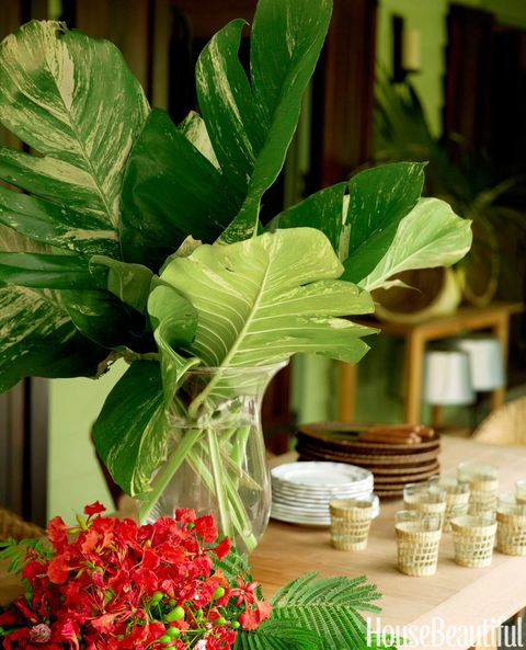 tropical leaves centerpiece