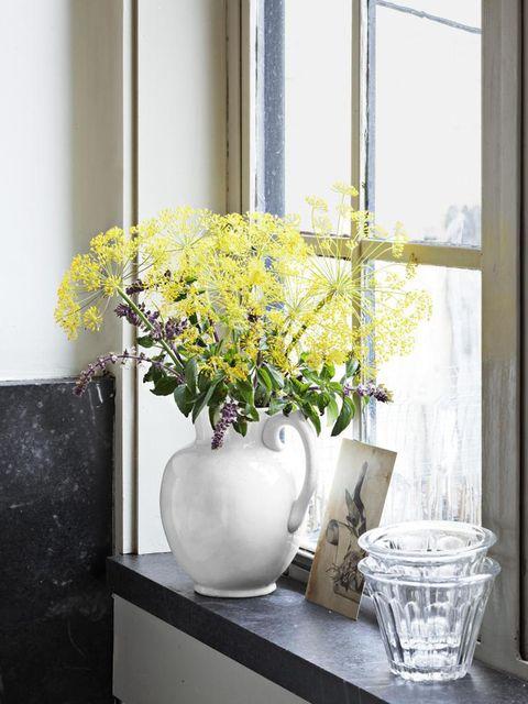 Serveware, Yellow, Flower, Flowerpot, Dishware, Interior design, Bouquet, Artifact, Glass, Vase,