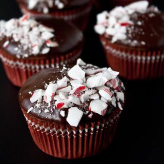 chocolate peppermint crunch cupcakes