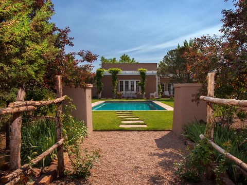 Garden, Real estate, Shrub, Swimming pool, Villa, Backyard, Yard, Courtyard, Water feature, Lawn,