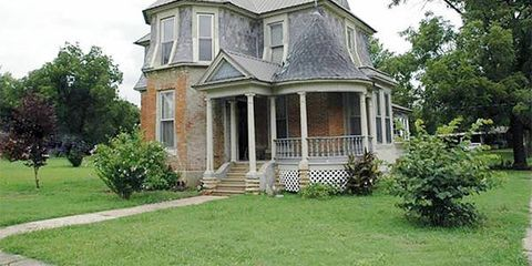 Old fashioned houses for sale 8