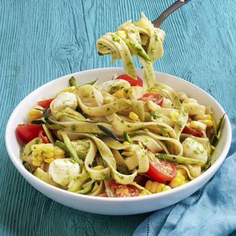 pasta with tomatoes zucchini and pesto