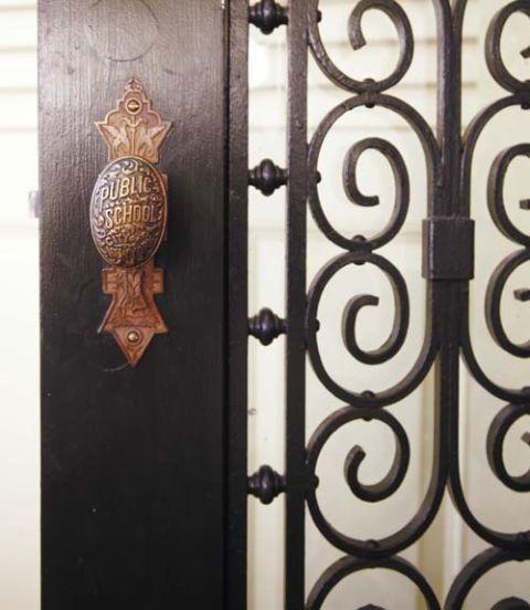 Wood, Pattern, Iron, Metal, Fixture, Bronze, Handle, Door handle, Home door, Door,
