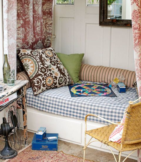 patterned daybed