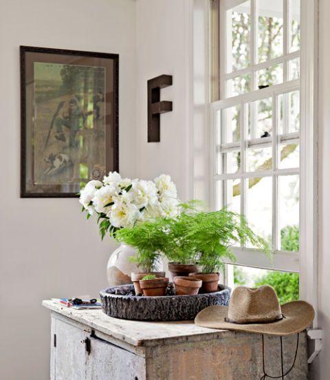 Room, Bouquet, Flower, Interior design, Wall, Interior design, Petal, Artifact, Fixture, Picture frame,