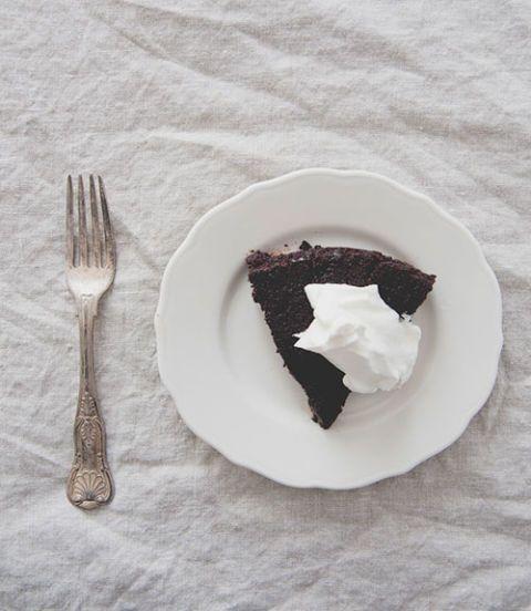 Dishware, Serveware, Food, Tableware, Plate, Cutlery, Dessert, Baked goods, Cuisine, Grey,