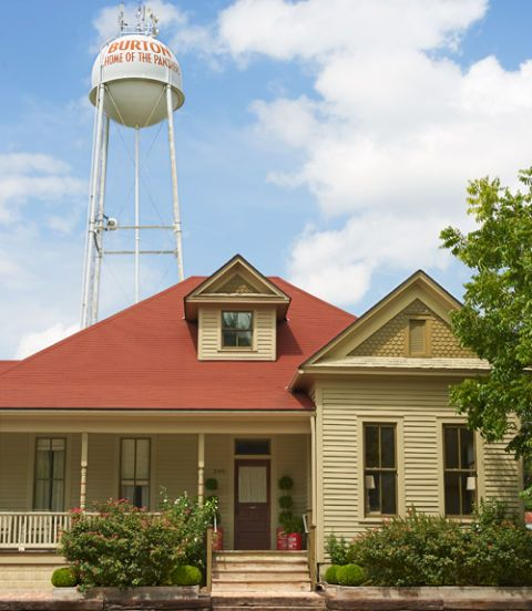 Water tower, Plant, Property, Stairs, House, Real estate, Home, Water tank, Building, Residential area,