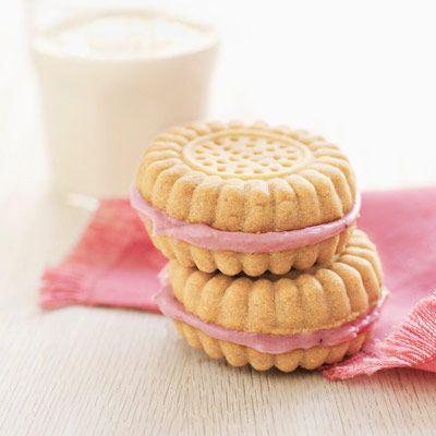 strawberry cream filled sandwich cookies