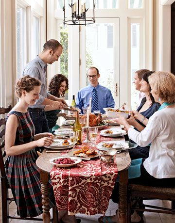 Incroyable Family At Thanksgiving Table