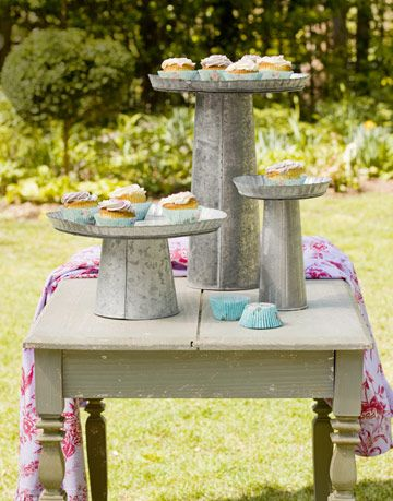 cupcakes on stands