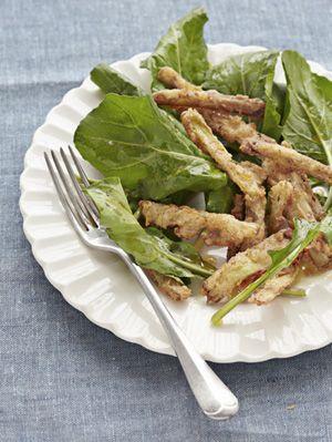 fried leeks and arugula salad