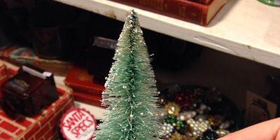 Human, Finger, Christmas decoration, Holiday, Nail, Interior design, Christmas tree, Toy, Christmas, Christmas eve,