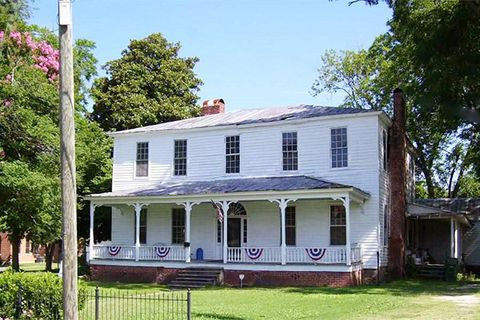 10 Beautiful Historic Houses for Sale for Under $100 000