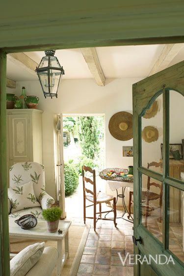Interior design, Green, Room, Property, Floor, Flooring, Ceiling, Interior design, Light fixture, Real estate,