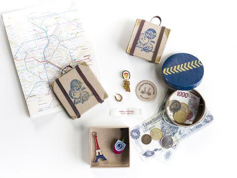 Circle, Serveware, Label, Paper product, Paper, Craft, Souvenir,