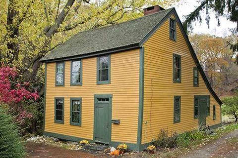Colonial homes for sale new england real estate listings for Building a house in ct